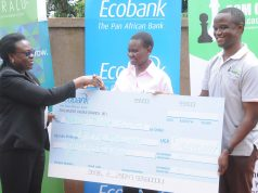 Ecobank's executive director Annette Kihuguru (left) handing Gloria Nansubuga a dummy cheque as Robert Katende (right) looks on at the launch in Makindye. Photo by David Namunyala